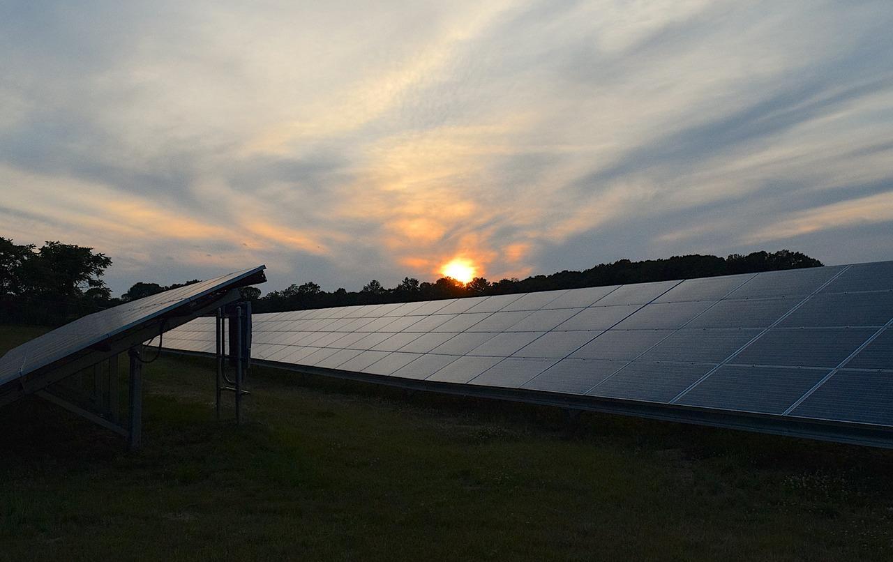 solar-panels-2458717_1280-1499800122610.jpg