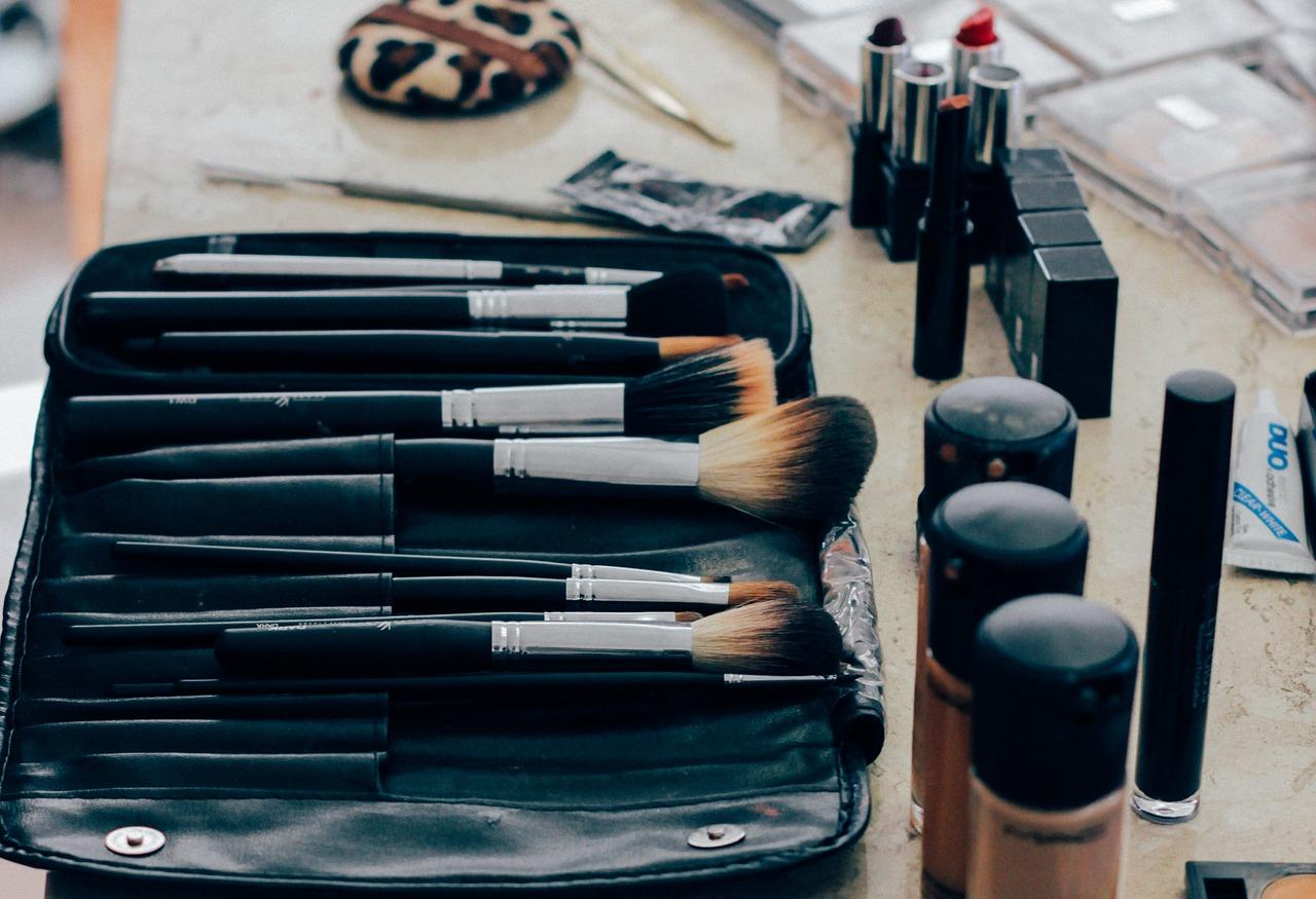 make-up-1209798_1280-1525364365456.jpg