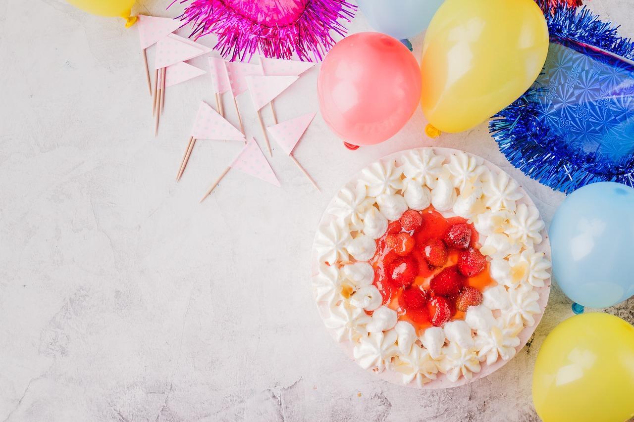 cake-3016621_1280-1526329331093.jpg