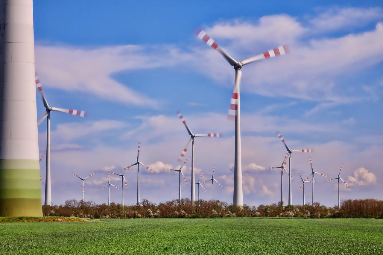 wind-turbines-in-motion-3191713_1280-1522953550395.jpg