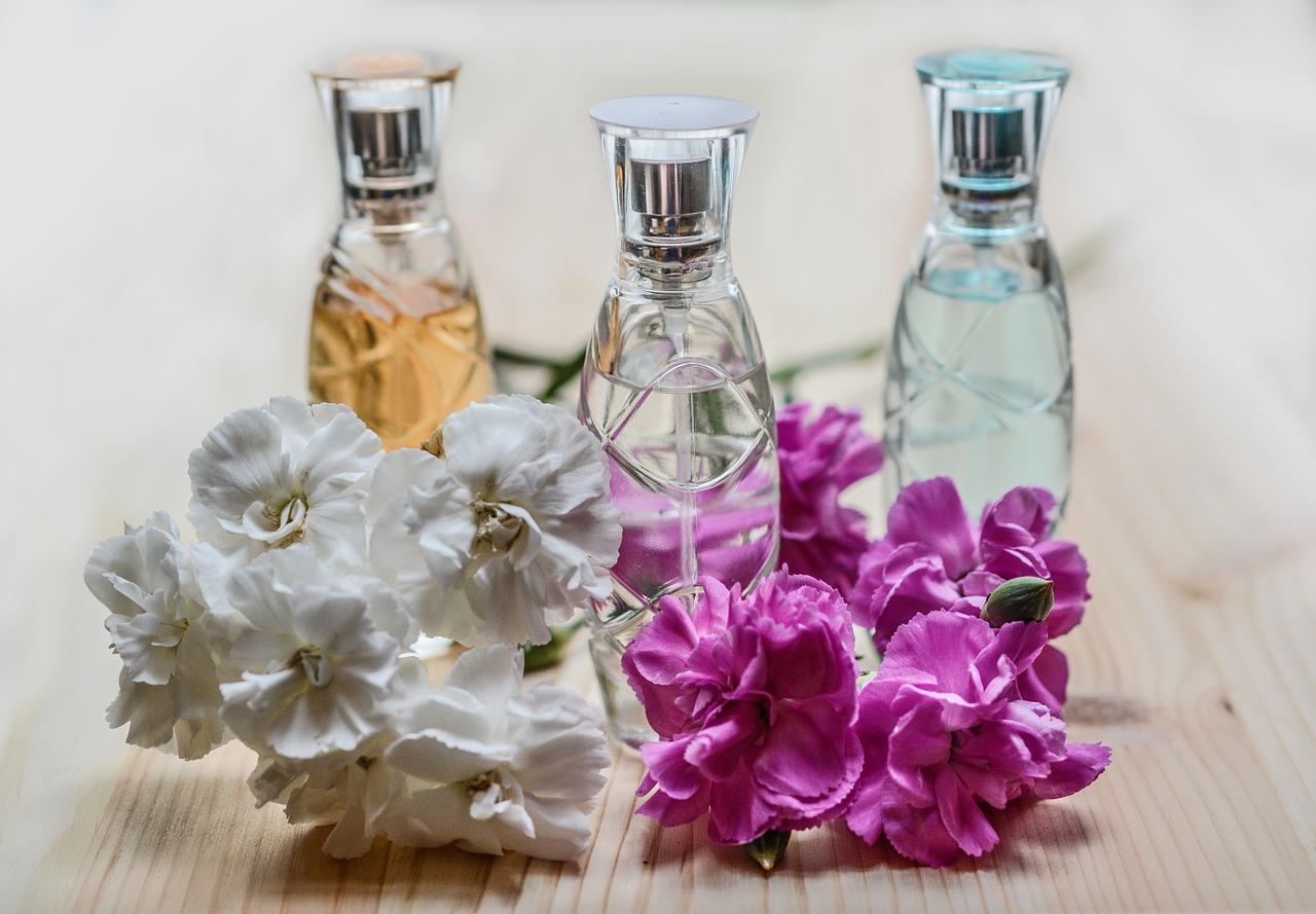 perfume-1433653_1280-1525364587560.jpg