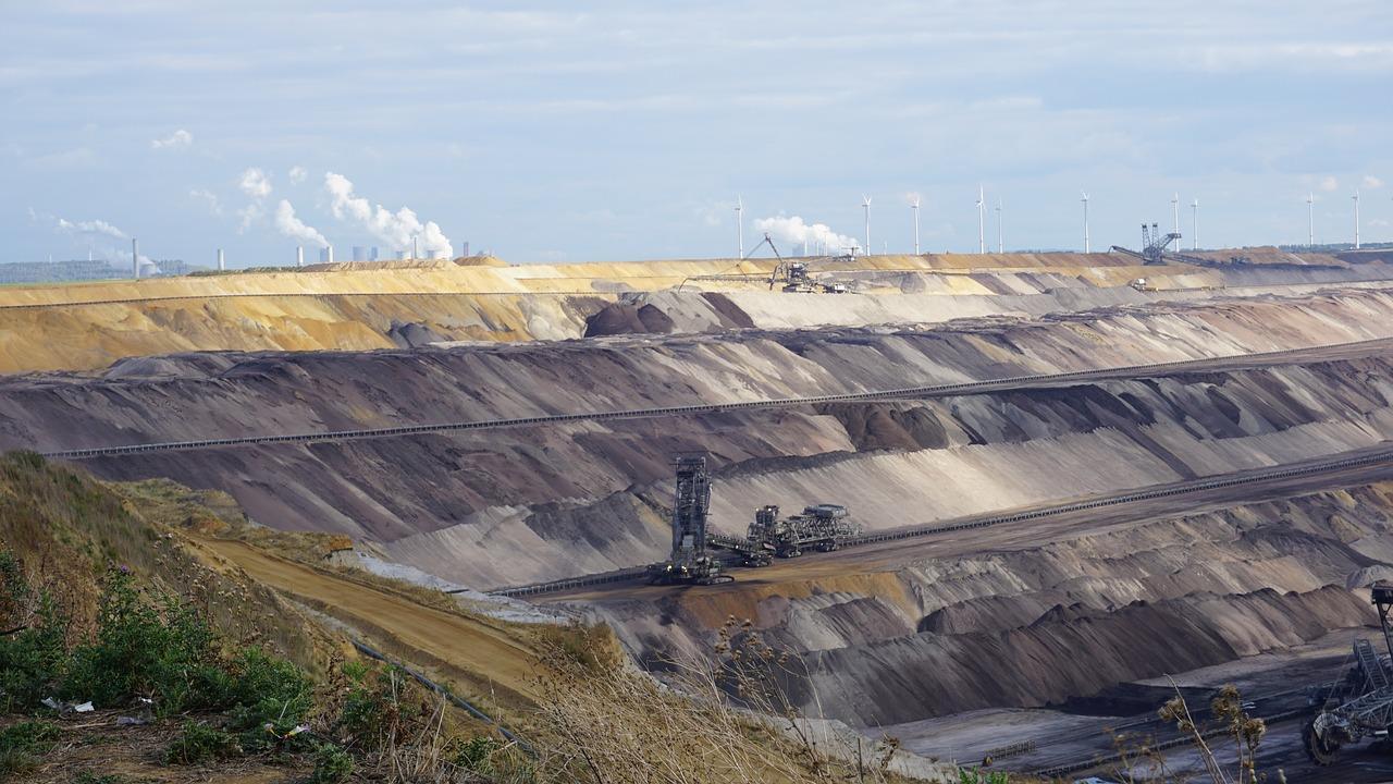 open-pit-mining-2221334_1280-1495739888365.jpg