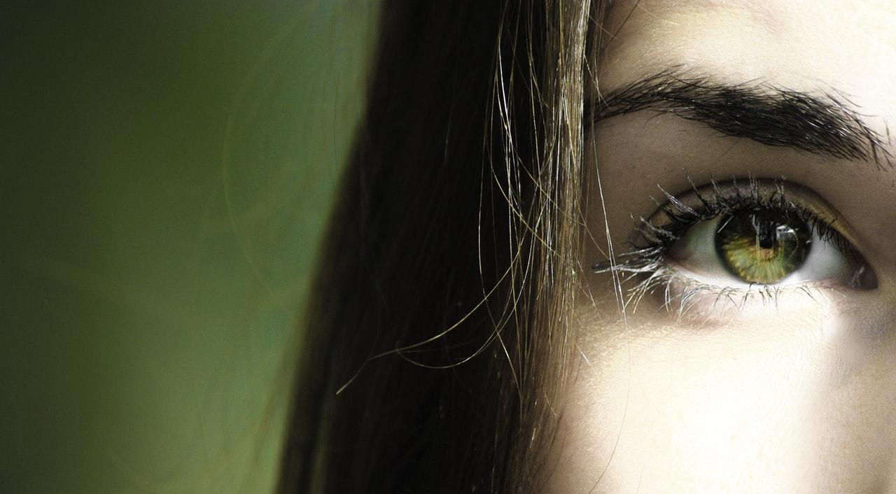 woman-eye-contacts-1534792426420-1534792428341.jpeg