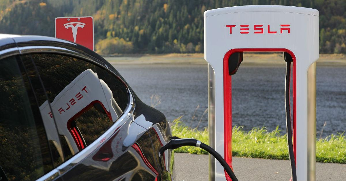 tesla-electric-car-charging-1535386108678-1535386110784.jpg