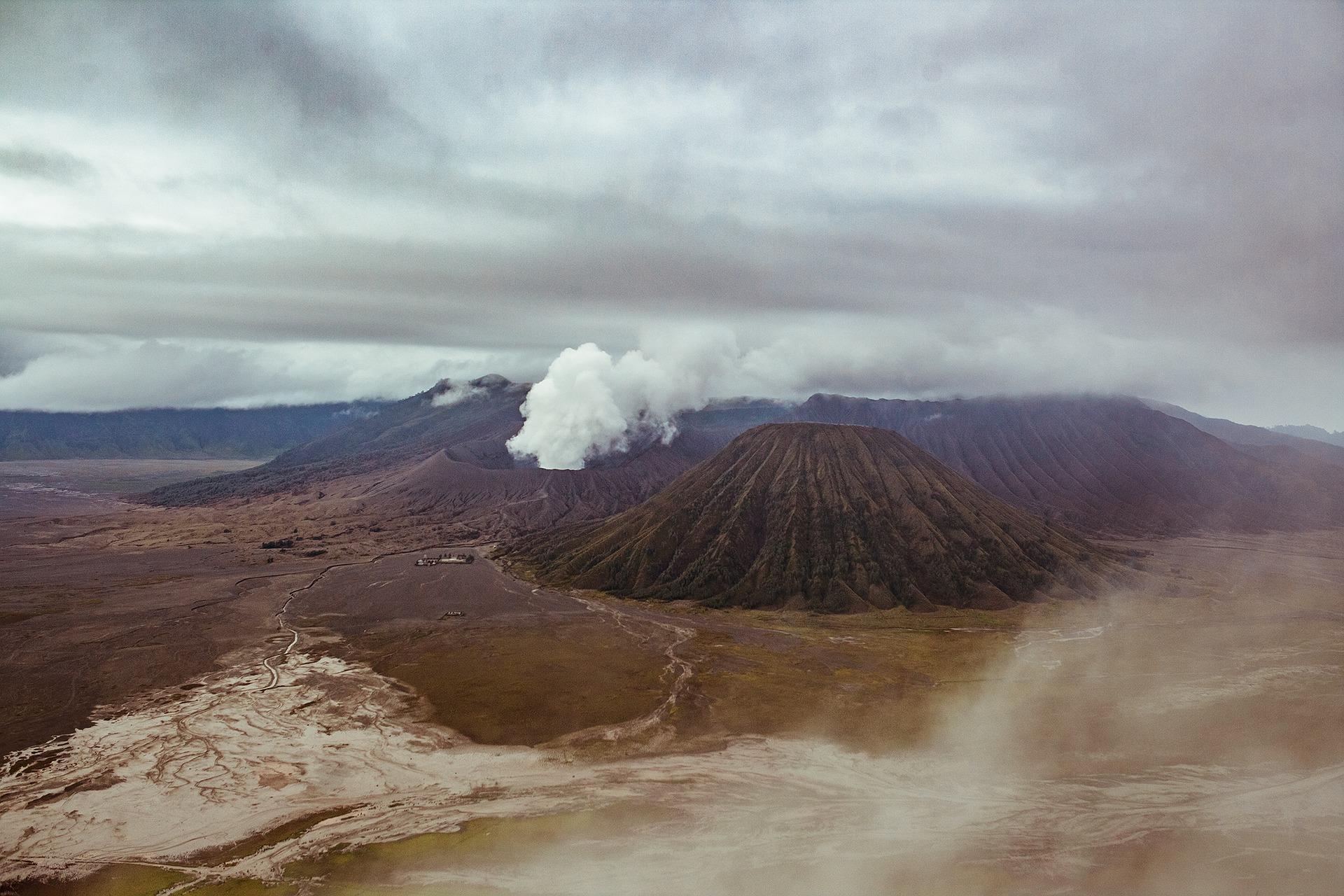 volcano-2057985_1920-1494262186853.jpg