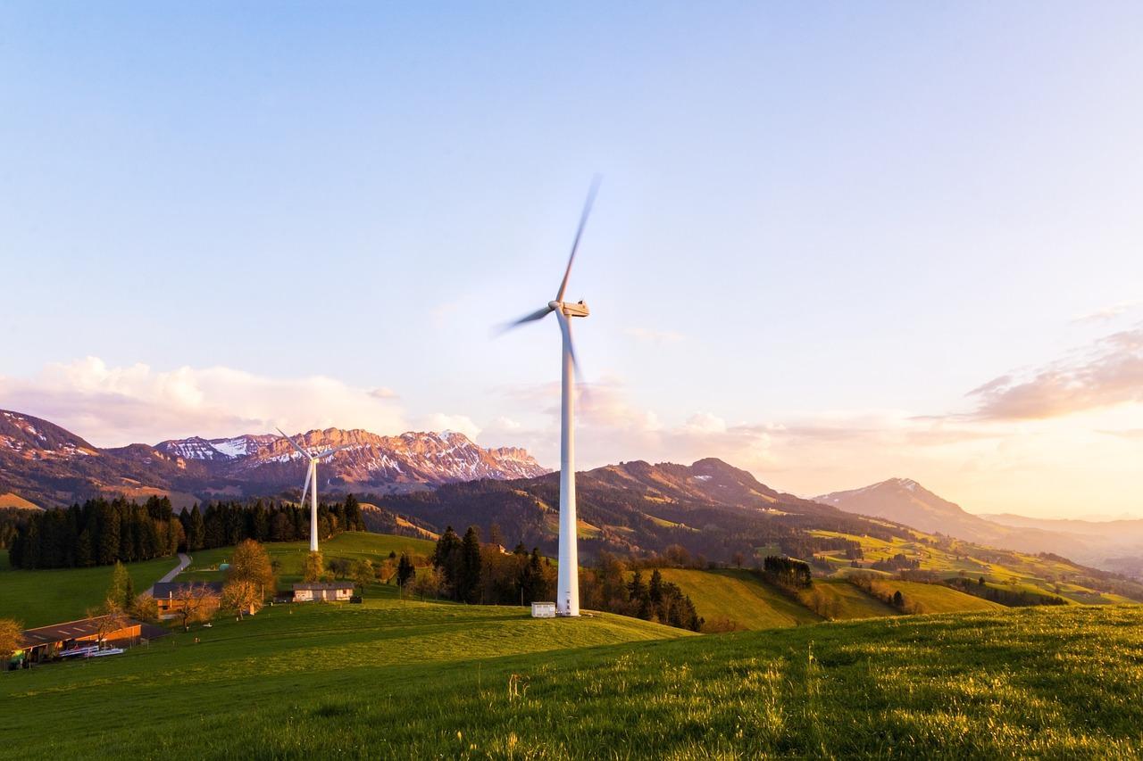 wind-turbine-2244222_1280-1495126191642.jpg