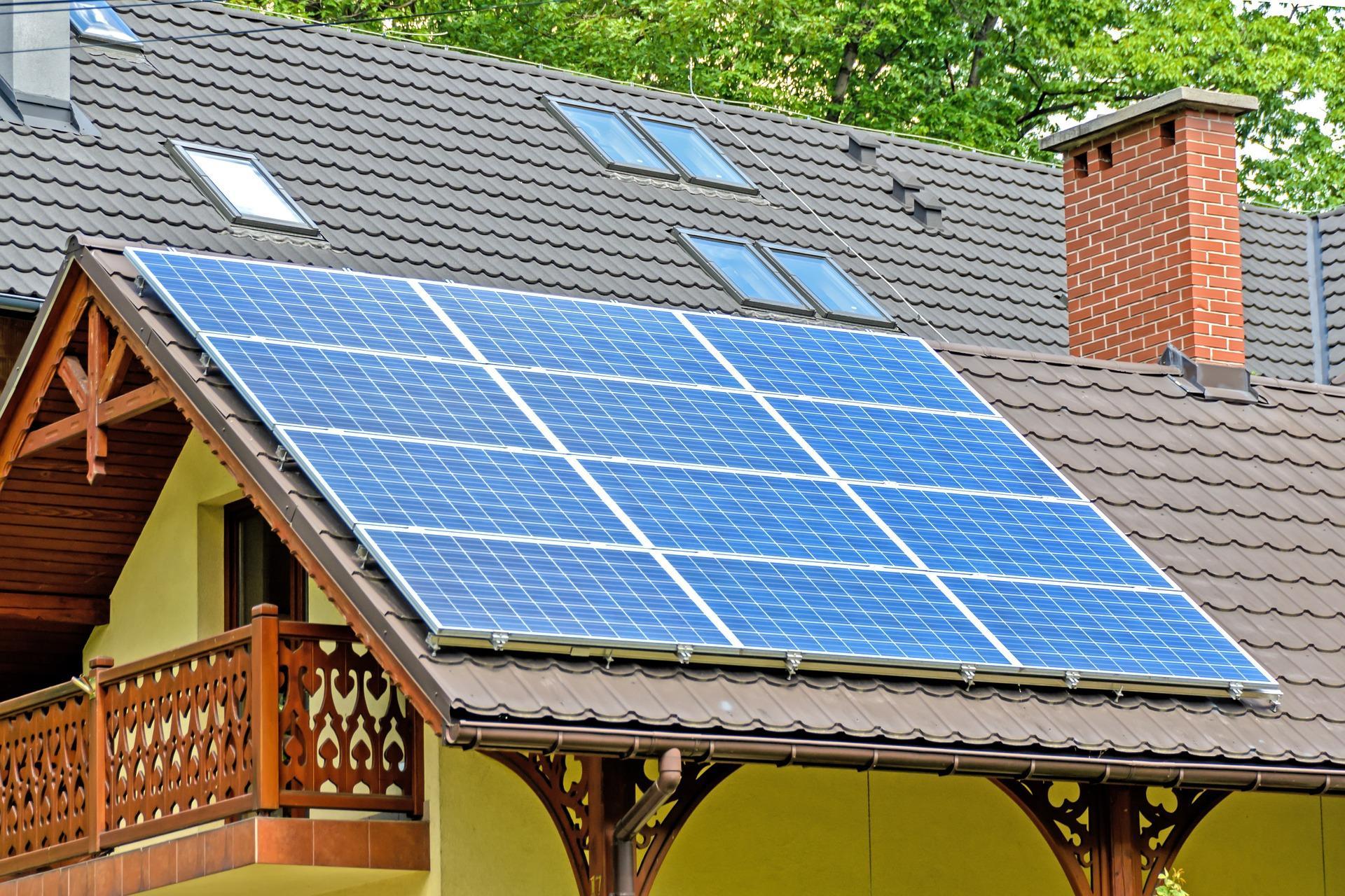 solar-panels-1477987_1920-1493996070564.jpg