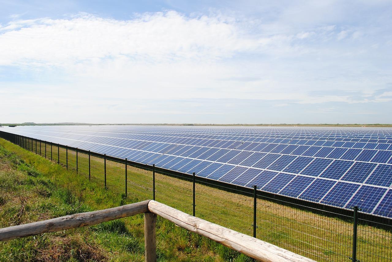 solar-panels-2423614_1280-1513635223750.jpg