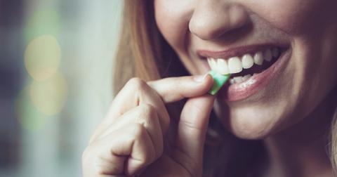 chewing-gum-heartburn-1575306653657.jpg