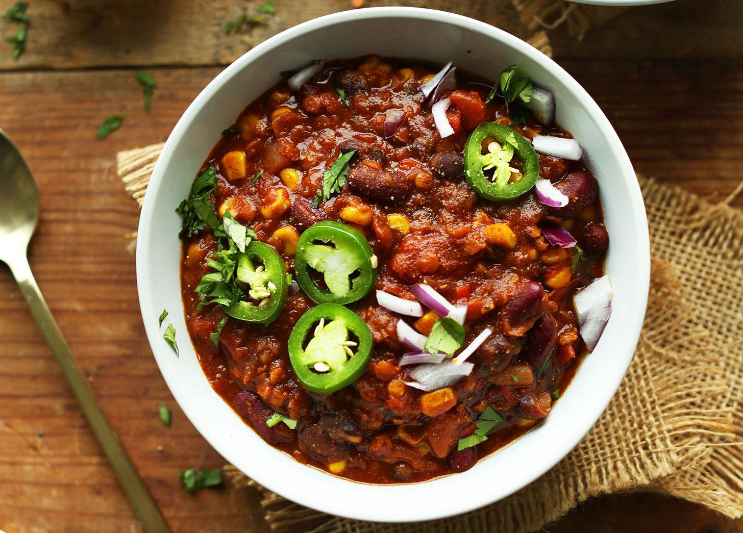 DELICIOUS-1-POT-Lentil-and-Black-Bean-Chili-Smoky-hearty-PROTEIN-and-fiber-packed-vegan-glutenfree-lentils-chili-healthy-recipe-1526480471138.jpg