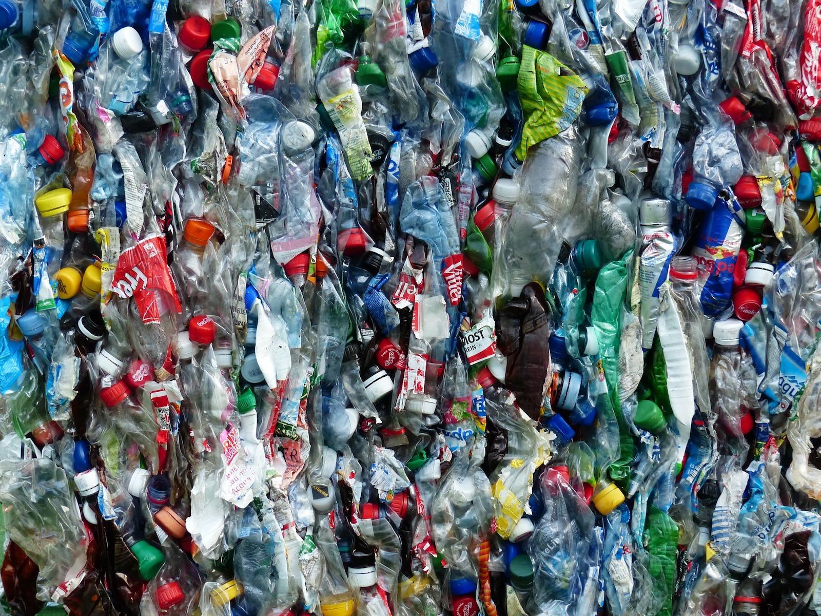 plastic-bottles-115077_1920-1495637696927.jpg