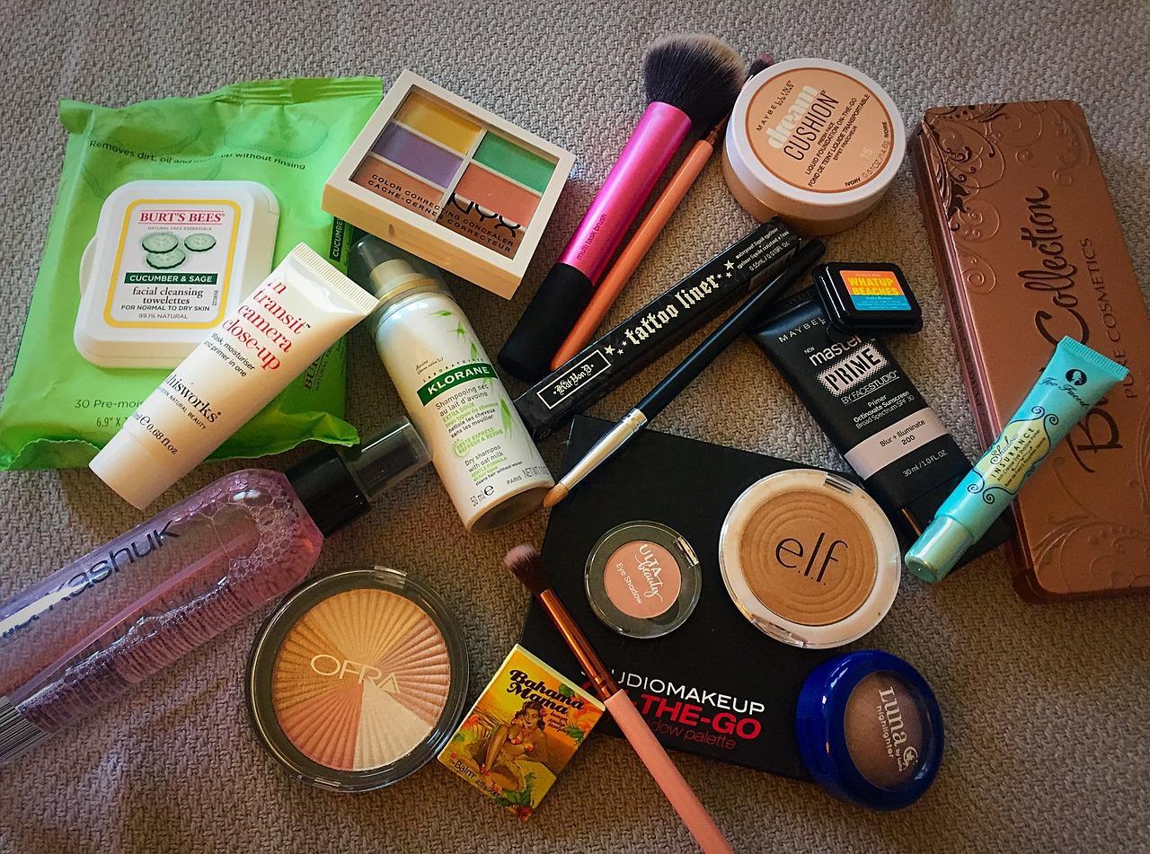 makeup-2240954_1280-1525364393211.jpg