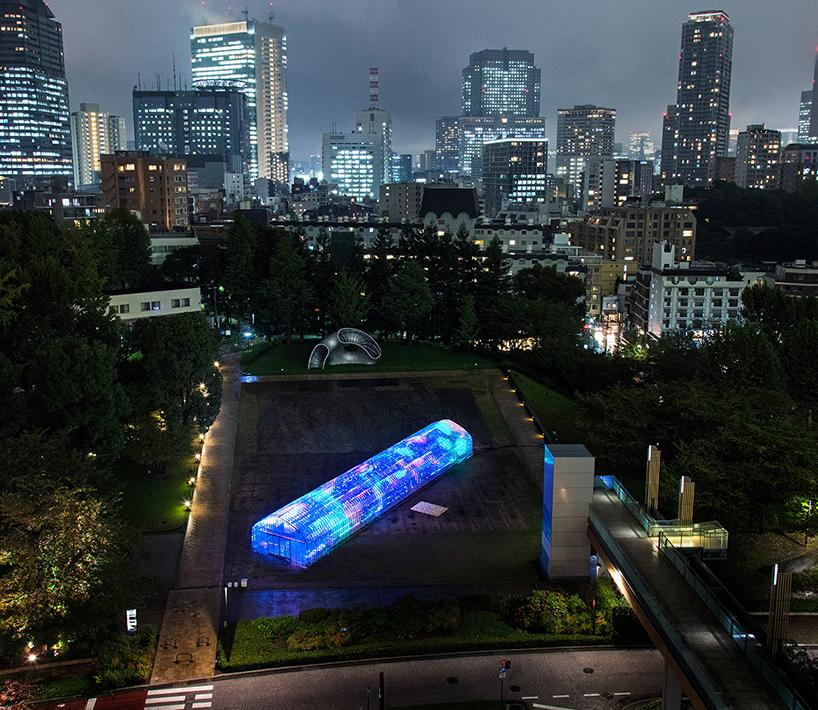 party-digital-vegetables-greenhouse-tokyo-designboom-1-1508949250888-1508949254309.jpg