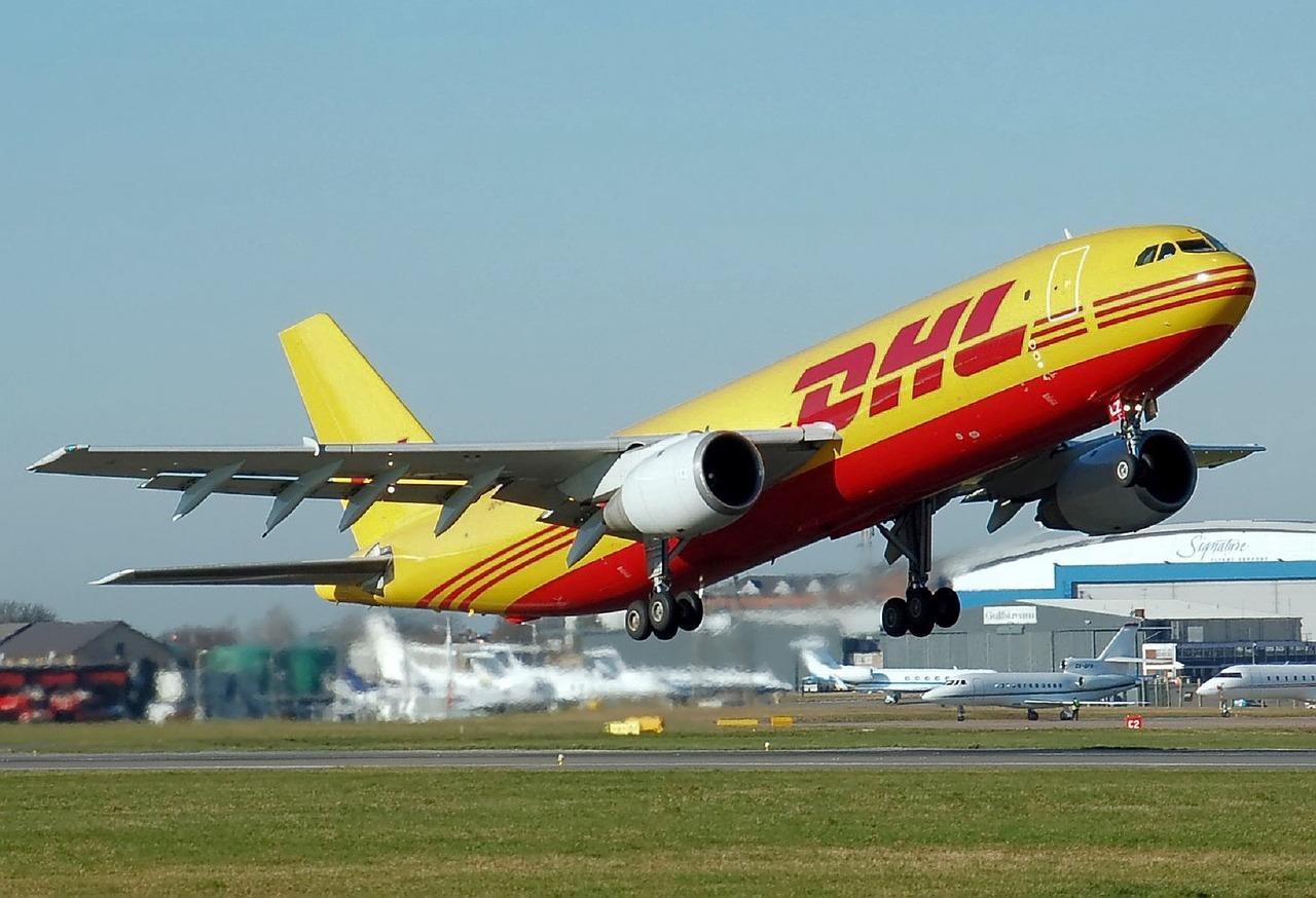 airplane-750753_1280-1514407383885.jpg