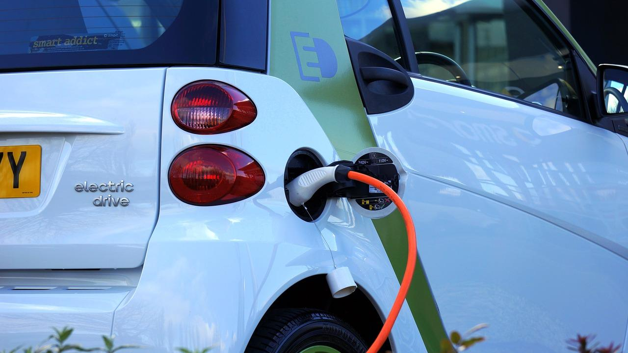 electric-car-1458836_1280-1495554223434.jpg