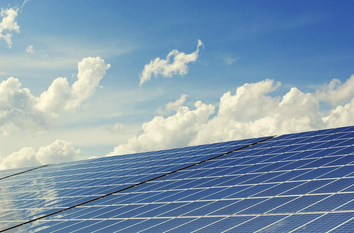 alternative-energy-building-clouds-356036-1533051308454-1533051310503.jpg