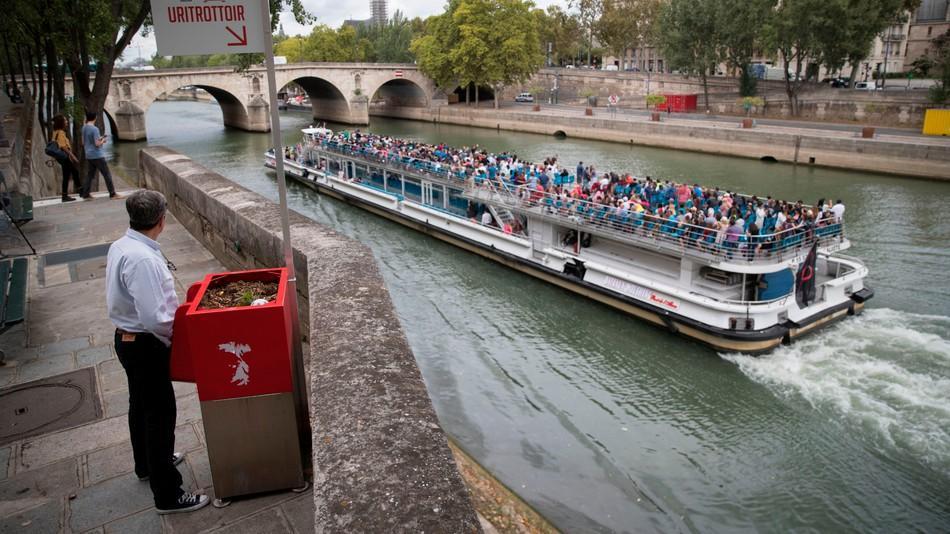 urinal-paris-boat-getty-1534347530577-1534347532209.jpg
