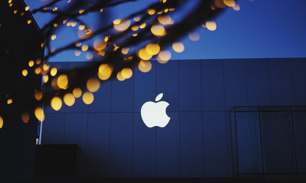 apple-1839363_1280-1501816609851.jpg