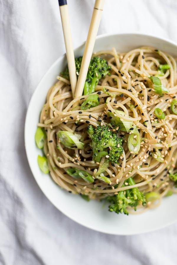 vegan-garlic-ginger-noodles-broccoli-5-1526413087096.jpg