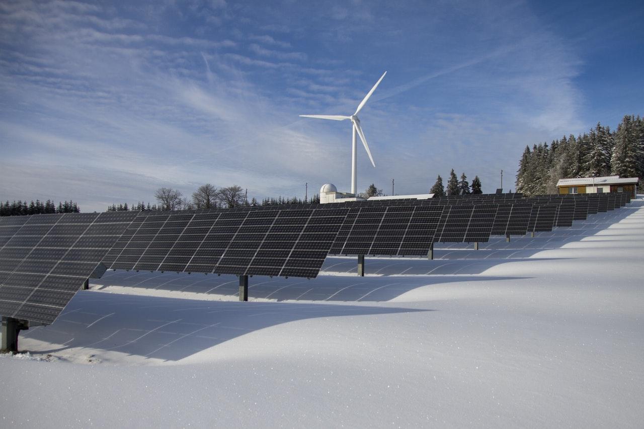 solar-panels-snow-1534451769360-1534451771073.jpeg