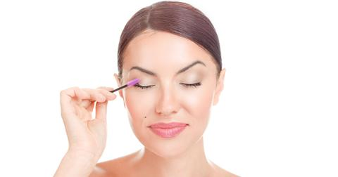 eyelash-serum-diyy-1565716331834.jpg