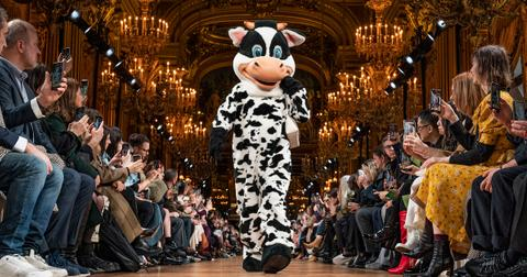 stella-mccartney-fashion-cow-1583171326021.jpg