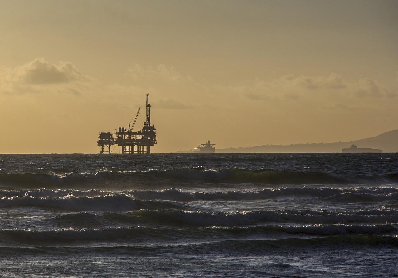 oil-platform-484859_1280-1513713405273.jpg