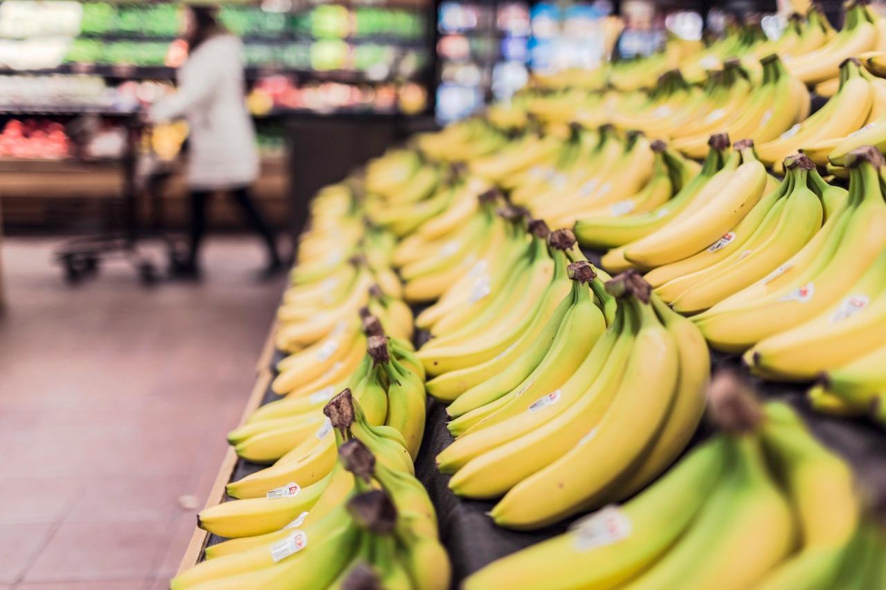 fruits grocery bananas market